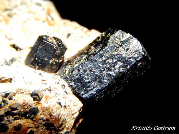 Amfibol kristály Plundrichovy Hurky, Suletice, mÚsti nad Labem, Cseh Köztársaság