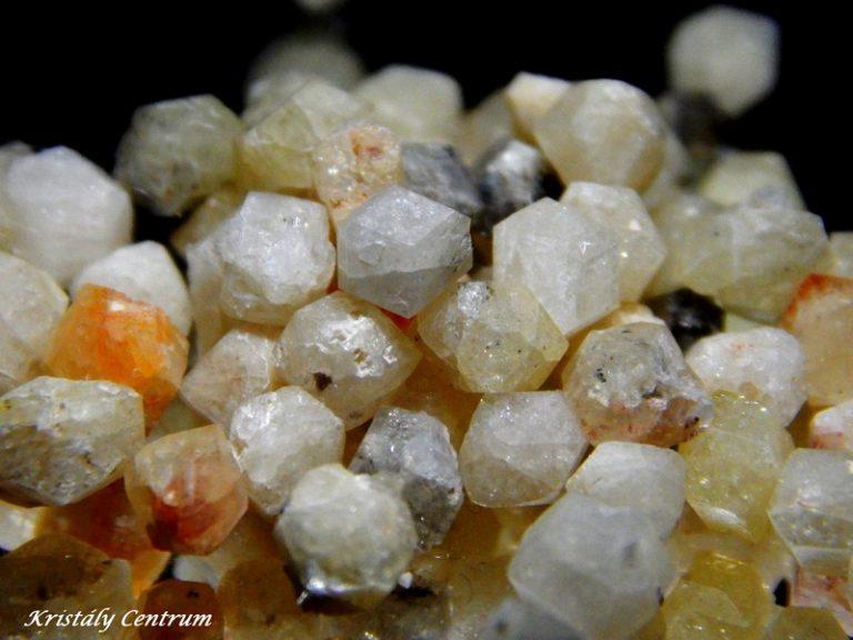 Rhodizit kristályok - Antsongombato bánya, FKT Antsentsindrano, Madagaszkár