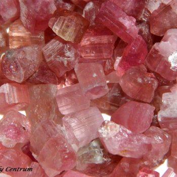 Rubellit (turmalin) kristályok